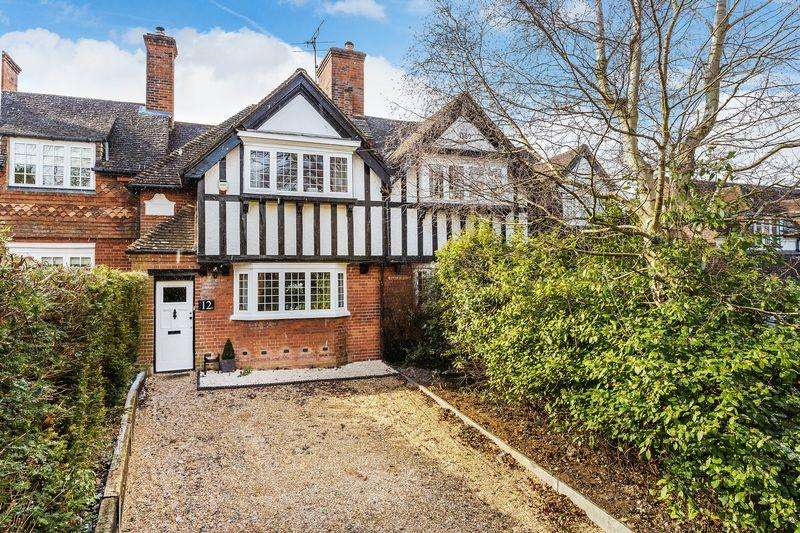 3 Bedrooms Terraced House for sale in Merrow, Guildford