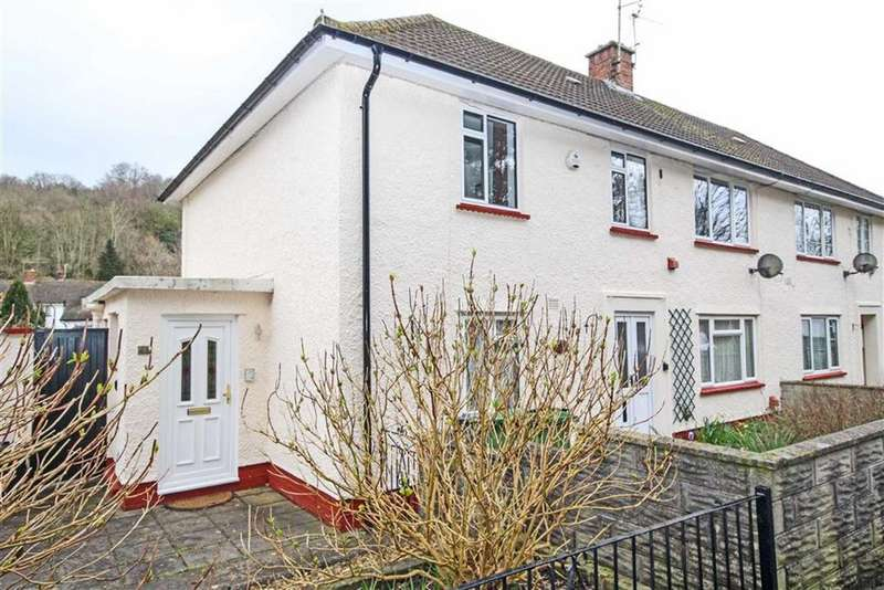 2 Bedrooms Flat for sale in Castle View, Tongwynlais, Cardiff
