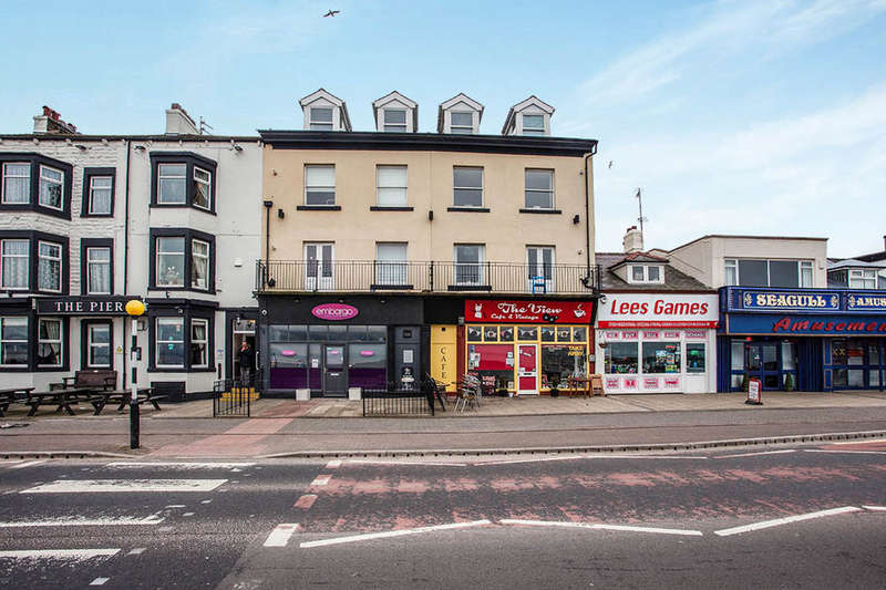 2 Bedrooms Flat for sale in Bay View Marine Road Central, Morecambe, LA4