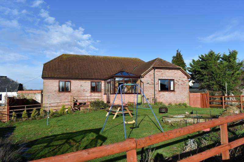 3 Bedrooms Detached House for sale in North End, Creech St. Michael, Taunton, Somerset, TA3 5ED