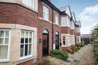 3 Bedrooms Terraced House for sale in Victoria Road, Macclesfield, Cheshire