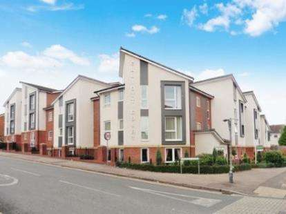 2 Bedrooms Flat for sale in Elliott Court, High Street North, Dunstable, Bedfordshire