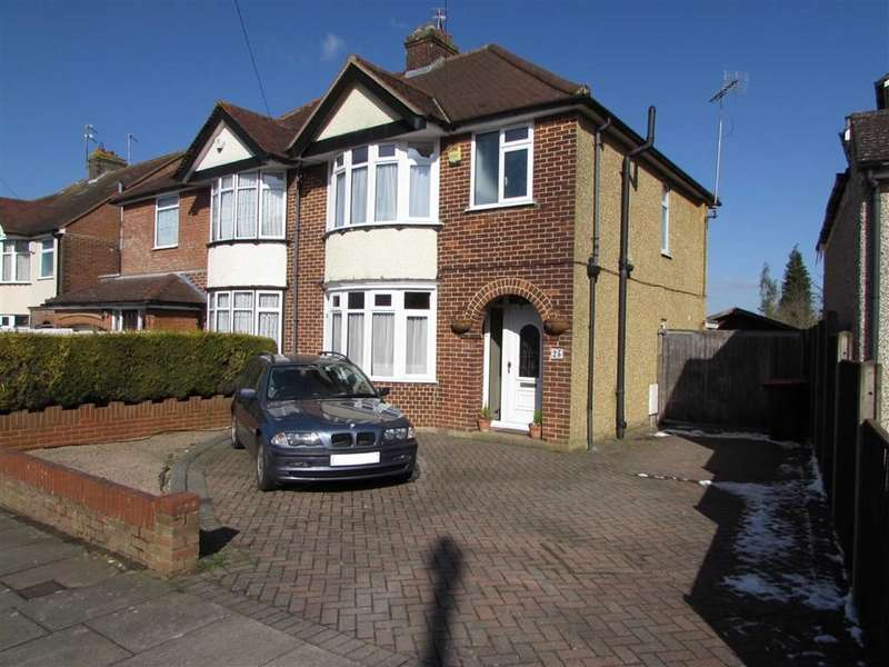 3 Bedrooms Semi Detached House for sale in Kingsbury Avenue, Dunstable, Bedfordshire, LU5