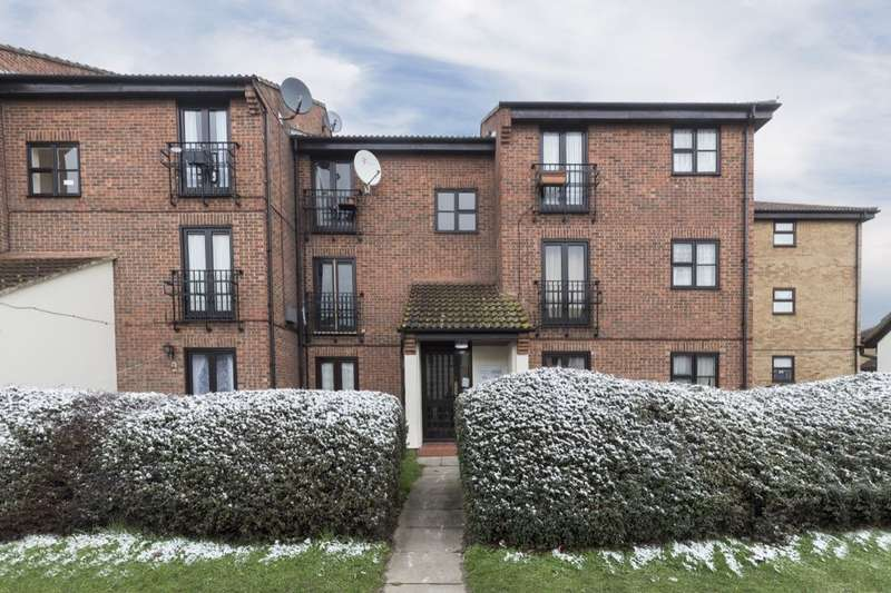 1 Bedroom Flat for sale in Shafter Road, Dagenham, RM10