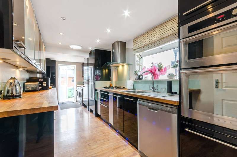 4 Bedrooms House for sale in Nelson Road, Hounslow, TW3