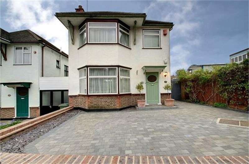 3 Bedrooms Detached House for sale in St Andrews Close, London