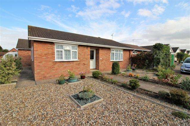 3 Bedrooms Detached Bungalow for sale in Laxton Grove, Great Holland, Frinton on Sea