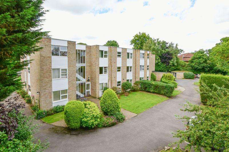 2 Bedrooms Apartment Flat for sale in Queens Road, Weybridge.