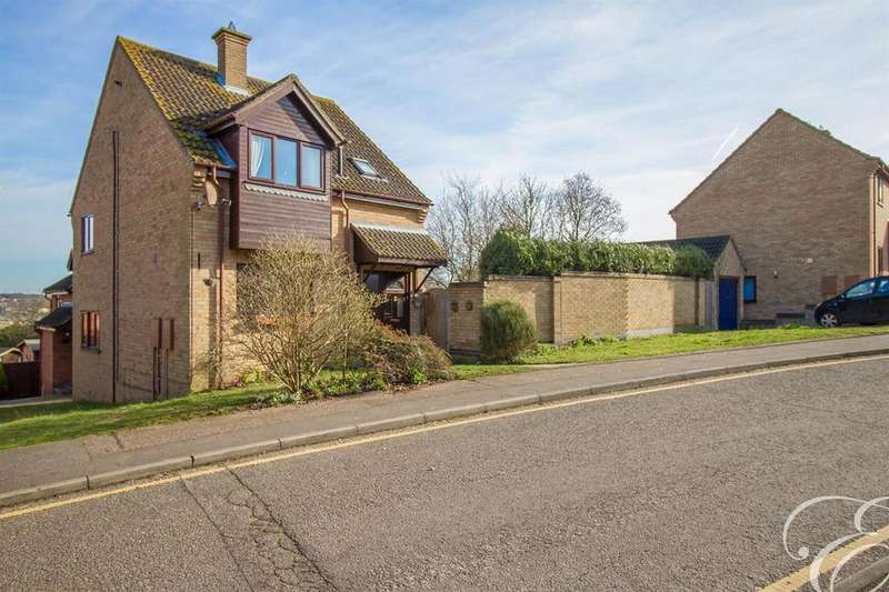 3 Bedrooms Detached House for sale in Taylor Drive, Lawford, Manningtree