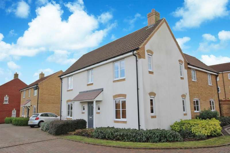 4 Bedrooms Detached House for sale in Meadfoot Place, Woodlands Park, Bedford