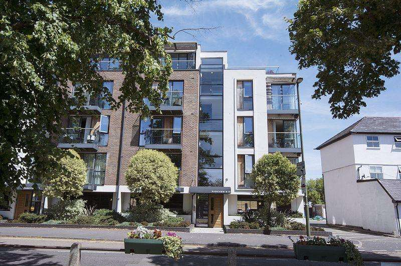2 Bedrooms Apartment Flat for sale in Parkview, Hersham