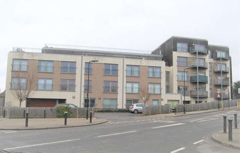 1 Bedroom Flat for sale in Bridgepoint House, Sudbury Heights Avenue, Greenford UB6