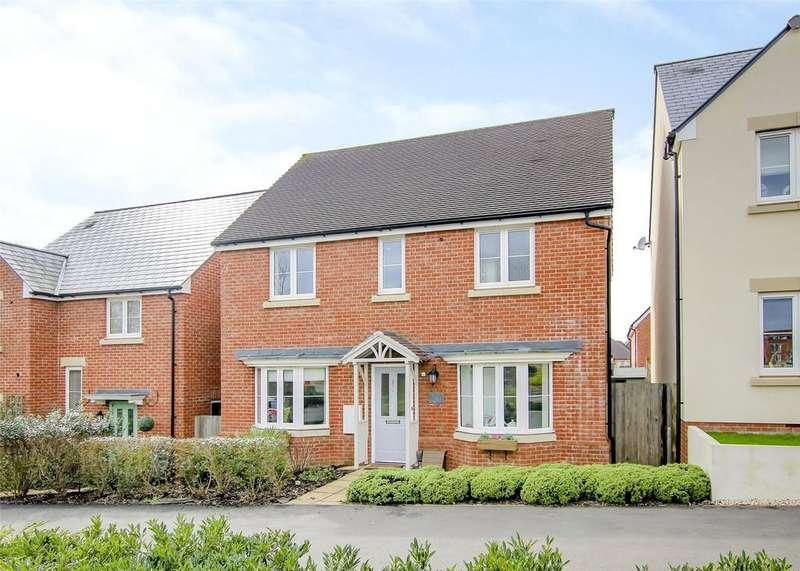 4 Bedrooms Detached House for sale in Eagle Way, Bracknell, Berkshire, RG12