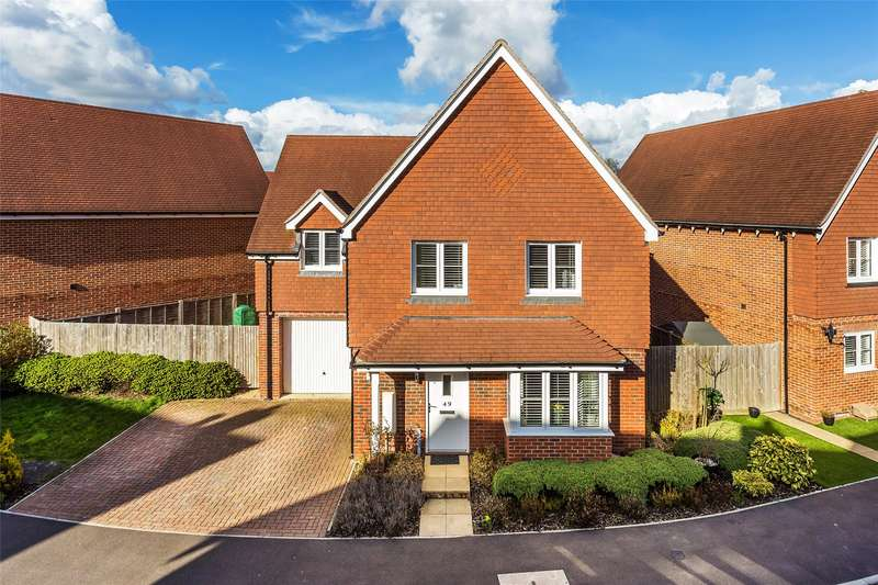 4 Bedrooms Detached House for sale in Whittaker Drive, Horley, Surrey, RH6