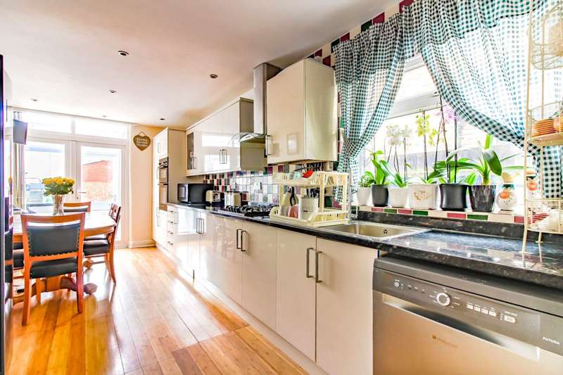 3 Bedrooms House for sale in Scotts Road, Leyton