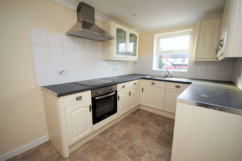 2 Bedrooms Flat for sale in West Road, Shoeburyness, SS3