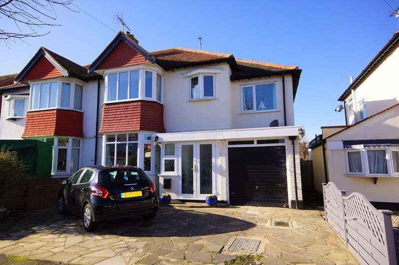 4 Bedrooms Semi Detached House for sale in Stroma Gardens, Shoeburyness, Thorpedene Estate