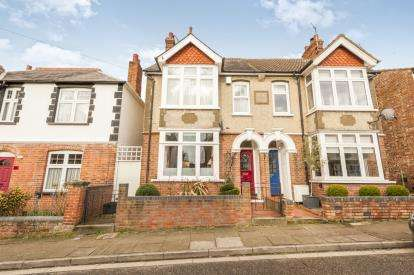 3 Bedrooms Semi Detached House for sale in Manor Road, Aylesbury, Bucks, England