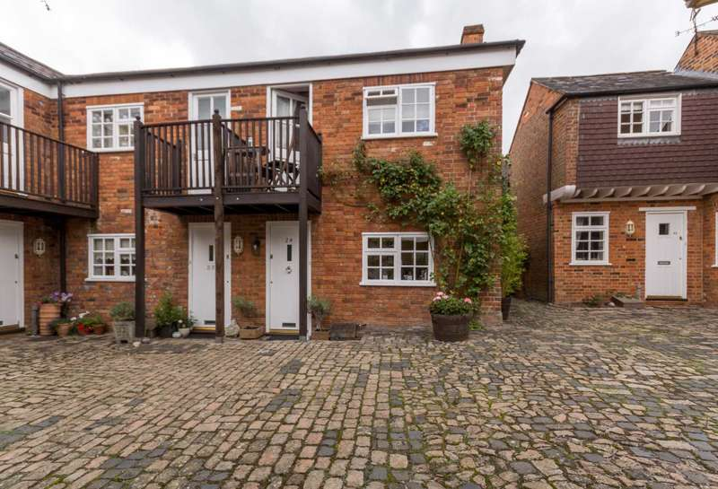 2 Bedrooms End Of Terrace House for sale in The Courtyards, Aston Clinton