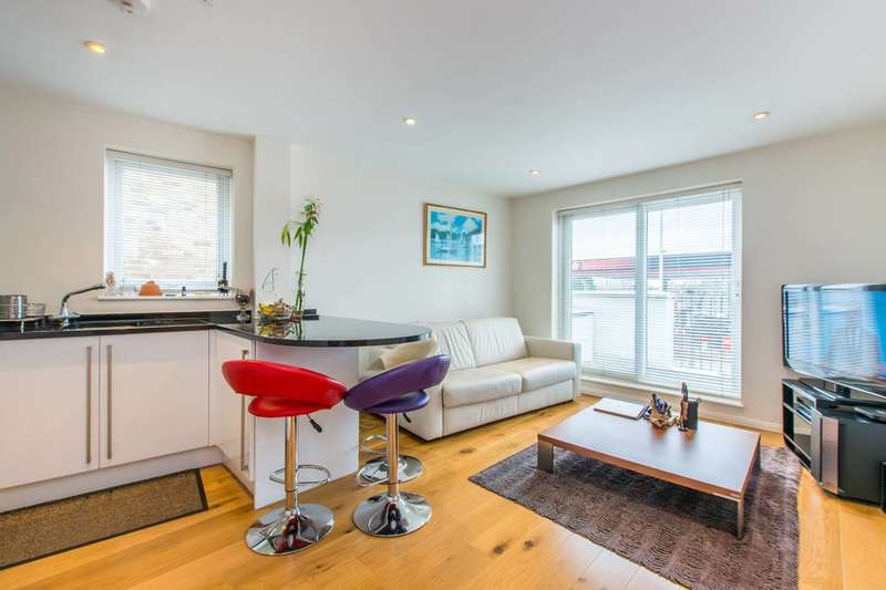 2 Bedrooms Flat for sale in Wandsworth Road, Clapham, SW8