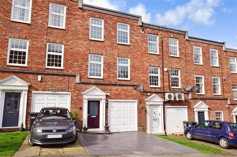 3 Bedrooms Town House for sale in Albany Court, Epping, Essex