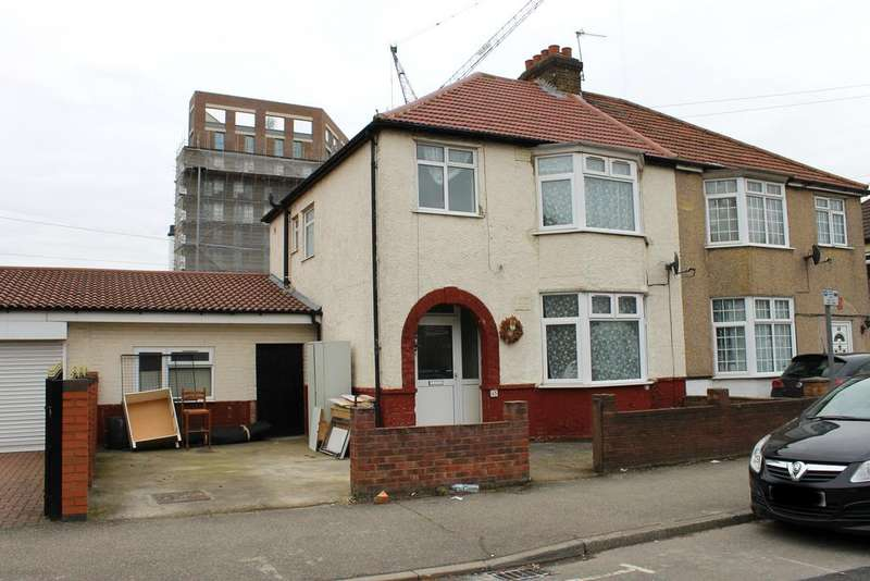 3 Bedrooms Semi Detached House for rent in Keith Road, Hayes , Greater London UB3