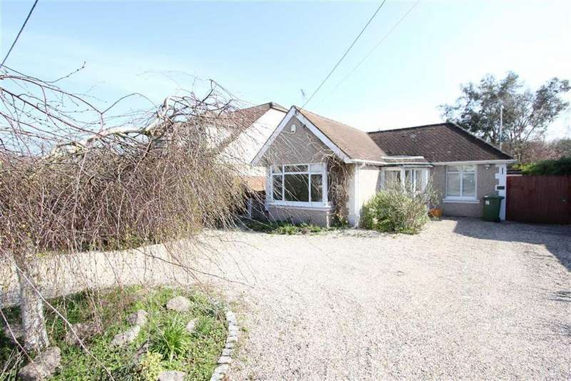 3 Bedrooms Detached Bungalow for rent in Louvaine Avenue, Wickford, Esses