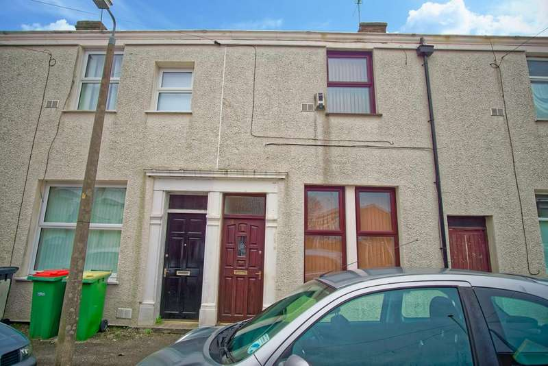 2 Bedrooms Terraced House for sale in House for Sale on Carr Street