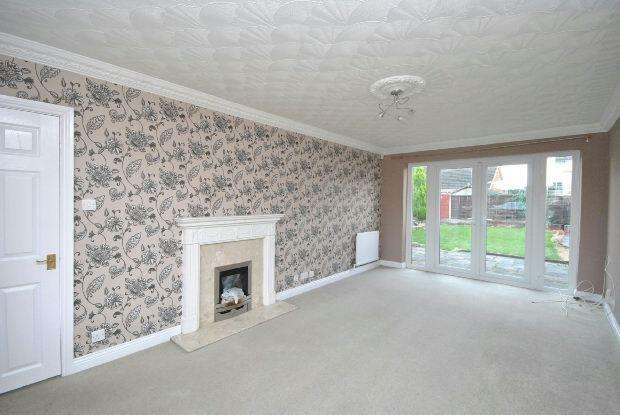 3 Bedrooms Semi Detached House for rent in Rutland Drive, New Waltham