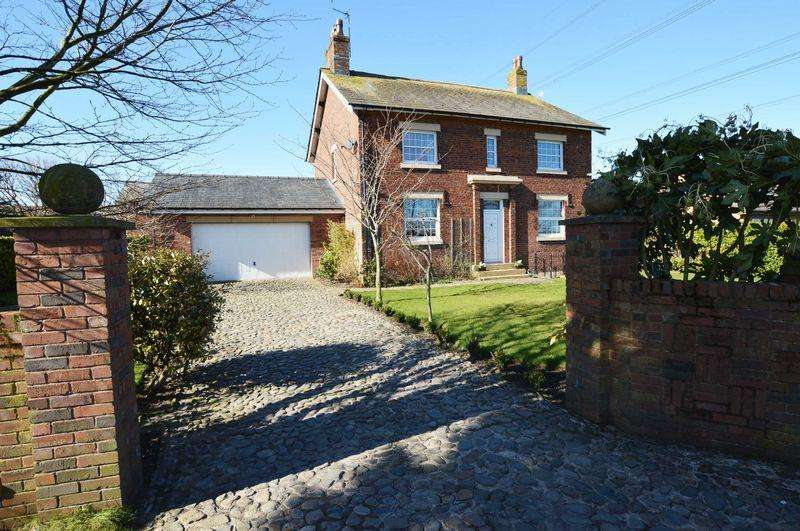 4 Bedrooms Detached House for sale in Moss Hall Lancaster Road, Out Rawcliffe, PR3 6BN