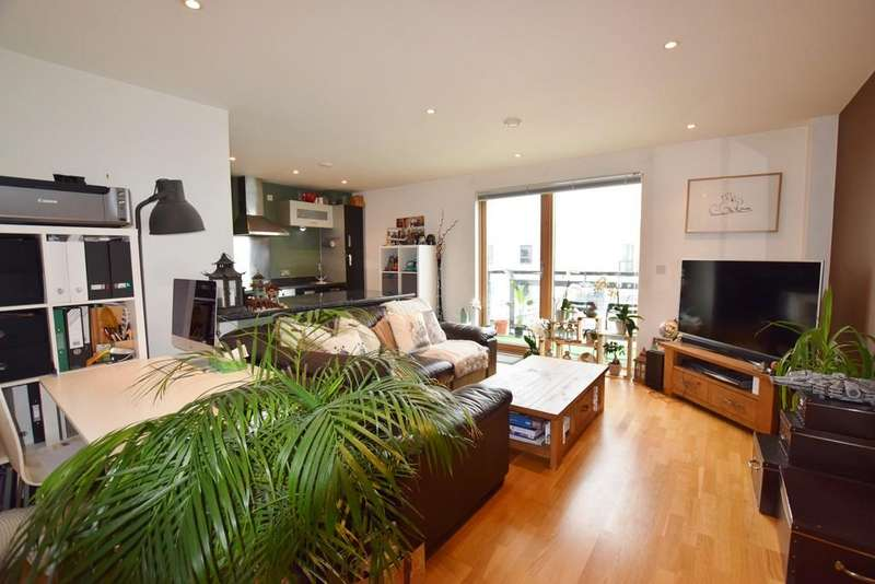 2 Bedrooms Apartment Flat for sale in The Gateway East