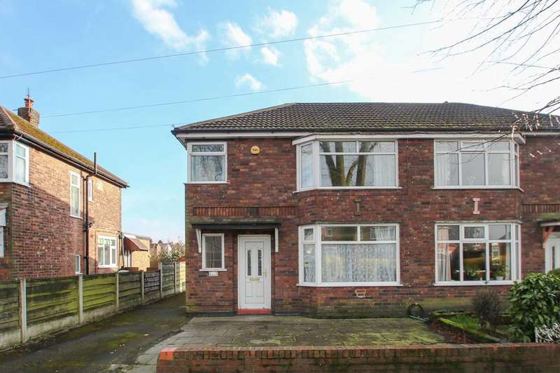 3 Bedrooms Semi Detached House for rent in Bradfield Road, Urmston, Manchester, M41