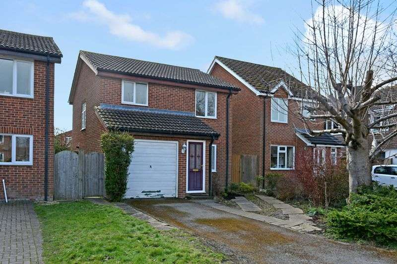 3 Bedrooms Property for sale in Blenheim Gardens, Grove, Wantage