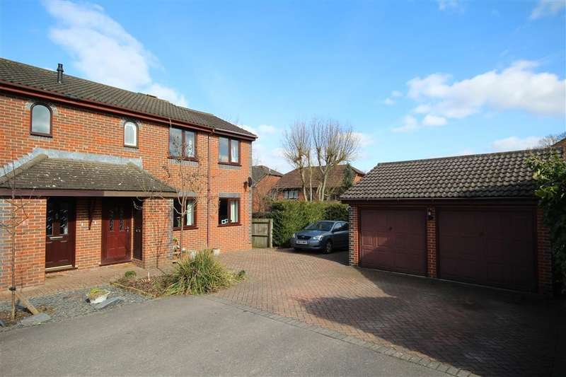 3 Bedrooms Semi Detached House for sale in Stephen Close, Twyford, RG10
