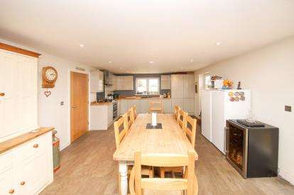 2 Bedrooms Bungalow for sale in Evercreech, Shepton Mallet, Somerset