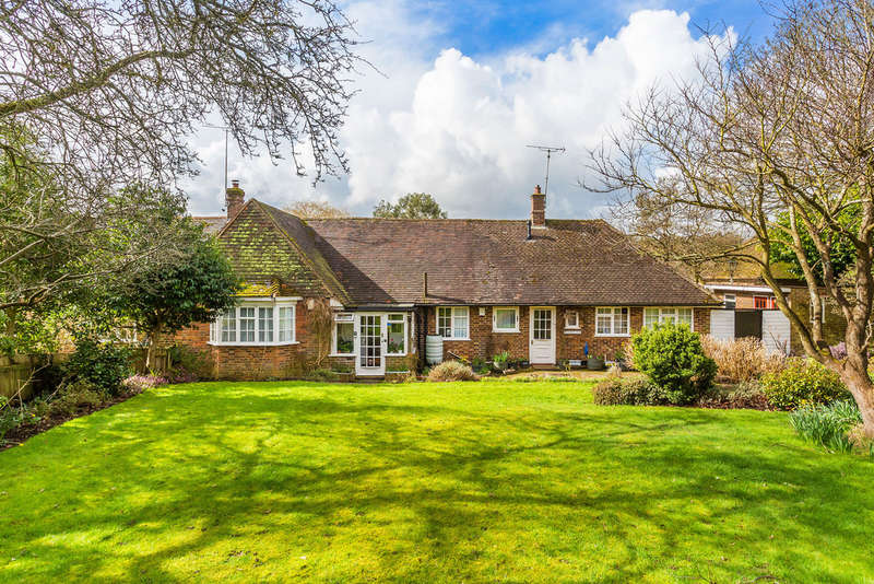 3 Bedrooms Semi Detached Bungalow for sale in Woodhurst Lane, Oxted, RH8