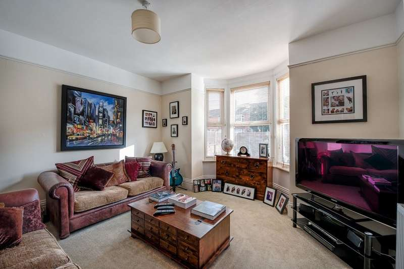 4 Bedrooms Property for sale in Henley Road, Southsea, PO4