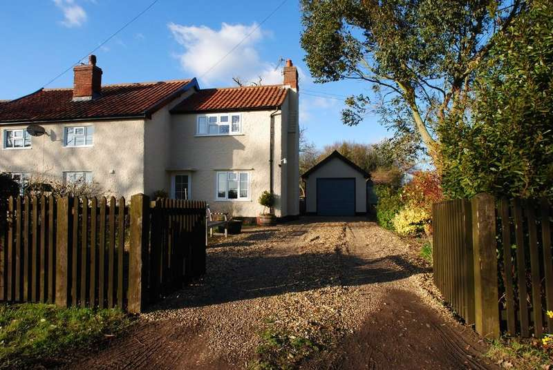 3 Bedrooms Semi Detached House for rent in Scole Common, Scole