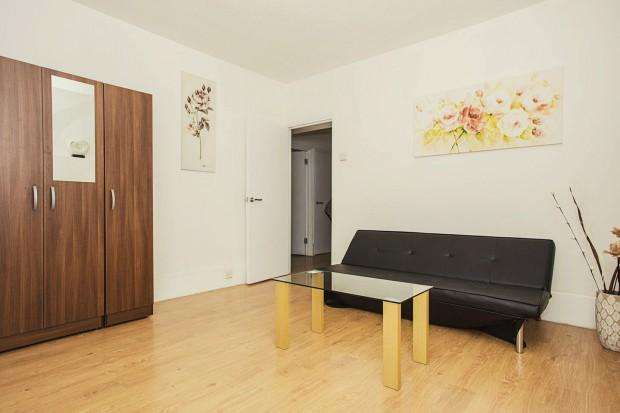 2 Bedrooms Apartment Flat for sale in Whitworth House , Falmouth Road, London, SE1