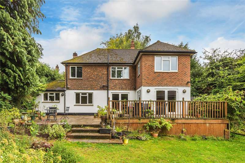5 Bedrooms Detached House for sale in Loxford Way, Caterham, Surrey, CR3