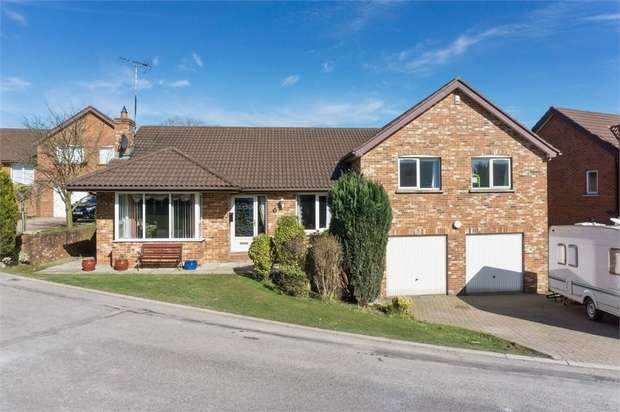5 Bedrooms Detached House for sale in Moorfield Gardens, Comber, Newtownards, County Down