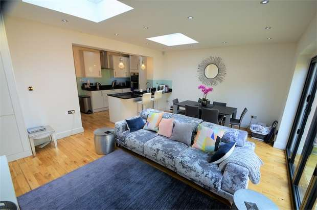 2 Bedrooms Flat for sale in Holders Hill Road, Mill Hill, NW7