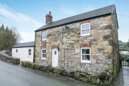 3 Bedrooms Detached House for sale in Bryn Common, Ffrith, Wrexham, Flintshire, LL11