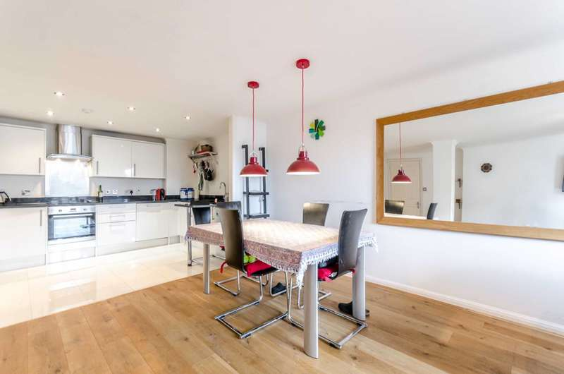 2 Bedrooms Flat for sale in Hermitage Court, Wapping, E1W