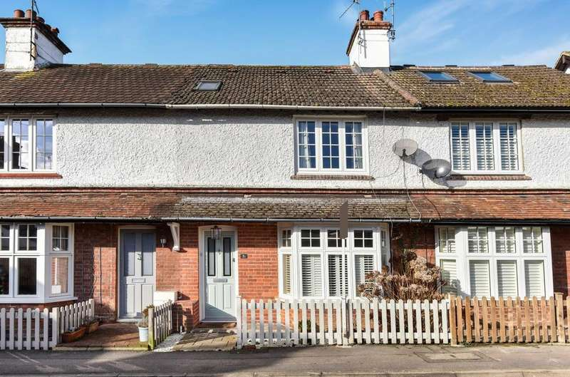 3 Bedrooms House for sale in Popes Mead, Haslemere, GU27