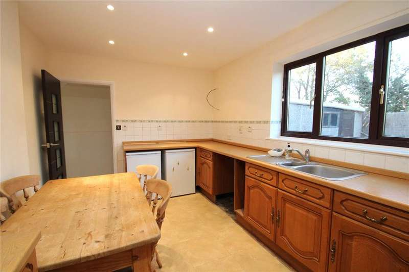 3 Bedrooms Semi Detached House for sale in Springfields, Knottingley, WF11