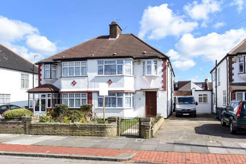 4 Bedrooms House for sale in Sandringham Gardens, North Finchley, N12