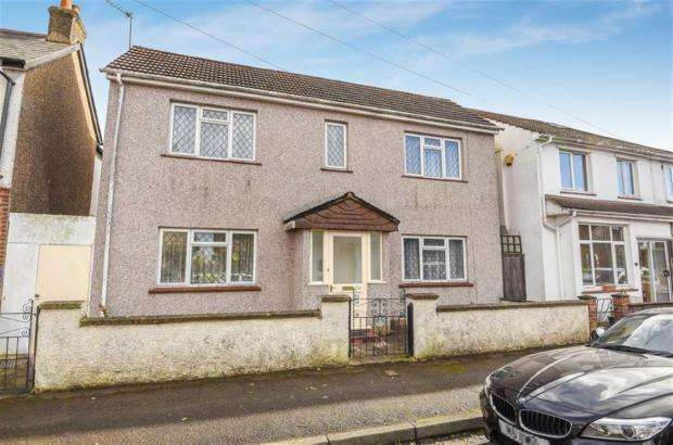 4 Bedrooms Detached House for sale in Ferndale Road, Banstead, Surrey