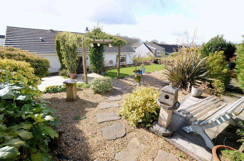 2 Bedrooms Detached Bungalow for sale in Superbly presented renovated detached bungalow