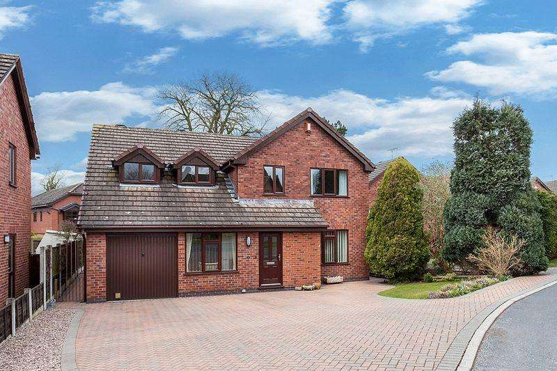 4 Bedrooms Detached House for sale in Walnut Rise, Congleton